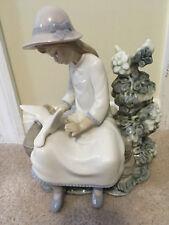 """Nao by Lladro """"Little Girl Feeding Doves"""" Mint Glazed Porcelain Figurine"""