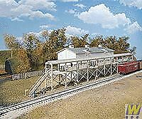 WALTHERS CORNERSTONE HO SCALE 1/87 ICEHOUSE AND PLATFORM   BN   933-3049