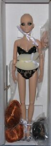"""Sweet Somethings! Basic Monica Merrill 2010 16"""" Tonner doll w/ stand and 2 Wigs"""