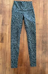 Lululemon Gray / Black Leopard Cheetah Animal Print Leggings Size 4 Roll Down