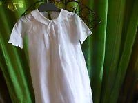belle  robe de baptéme  ,poupée ou bébé,tissus anciens ,doublée, artisanale