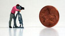 Preiser 1/87 HO Kameramann CameraMan W/ TV Camera And Tripod 28086