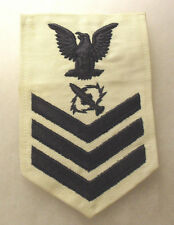 1950'S OBSOLETE US NAVY RATE 1ST CLASS MISSILE TECH ON WHITE EMBROIDERED CHEVRON