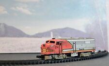 N Scale Arnold Rapido Santa Fe vintage locomotive runs very well. unique case