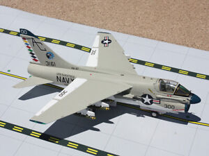 GA9002 GEMINIACES USN A-7 CORSAIR II 1/72 RAGING BULLS