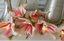 Filzlichertkette, Filzgirlande, Filzranke, Filzblume, Lichterkette,  weiß-rose