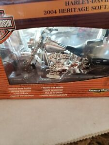 Harley Davidson 2004 Heritage Softail Classic 1:10 Scale, DEALER EXCLUSIVE, ERTL