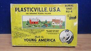PLASTICVILLE RURAL KIT PARTS IN VINTAGE BOX 600345