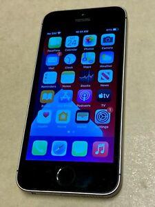 Apple iPhone SE - 64GB - Space Gray (Unlocked) A1662 (CDMA + GSM)