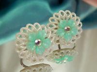 Pretty Vintage 1950's Celluloid Flower Rhinestone Earrings  1537o