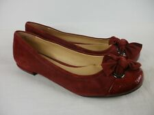 A PAIR OF LADIES SUEDE & LEATHER SLIP ON SHOES CLARKS SIZE 7.D.