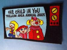 GIRL GUIDES OF CANADA PATCH TRILLIUM AREA 2005 CHILD CLOWN TV COLLECTOR BADGE