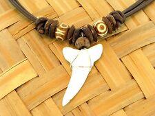 Halskette mit Haifischzahn vom Makohai am braunen Lederband