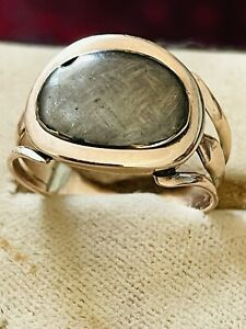ANTIQUE GEORGIAN 9 CT ROSE GOLD MOURNING RING HAIR DECORATION SIZE P RARE 1820S