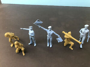 1950's IDEAL 60 MM US NAVY AND ARMY PLAY SET  SAILORS AND SOLDIERS
