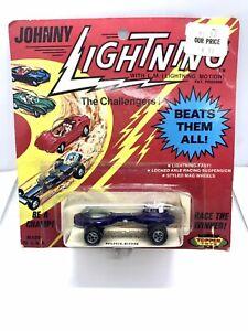 Beautiful Vintage Topper Johnny Lightning Blue Nucleon Blister Pack