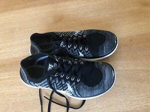 Nike Free 4.0 Flyknit Damen Sportschuhe Sneaker EUR 40