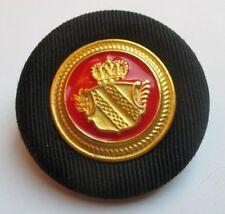 Belle broche ronde base couleur argent écusson noir rouge or bijou vintage 4473
