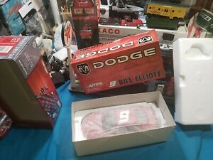 Action - Bill Elliott - #9 - Dodge 2003 Intrepid R/T - 1:24 Scale  BEAUTIFUL CAR