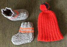 NEW - 00 - HAND KNITTED BOOTIES / BEDSOCKS & BEANIE FOR YOUR BABY