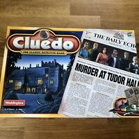 Cluedo The Classic Detective Game-Murder at Tudor Hall Hasbro 2000 COMPLETE