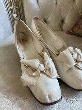 Antique Victorian 1870's White Kidskin Leather Wedding Shoes Kitten Heel Bows