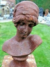 buste d une femme en fonte pat rouillé . statue en fonte
