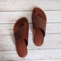NIB Vince Edris Toe Loop Slides Women's Leather Flat Sandals in Cognac Size 7