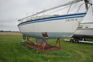 1986 Hunter 25' Sailboat on Stand With Title No Trailer No Reserve!