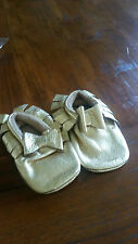Leather Gold baby pre walkers/paws with cute bow BNWOT free post D81