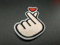 parche mano con corazon whatapp patch hand and hearth clothes planchar coser