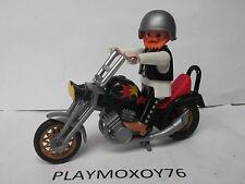 PLAYMOBIL.TIENDA PLAYMOXOY76.FIGURA DE MOTORISTA CON PRECIOSA CHOPPER REF. 3831.