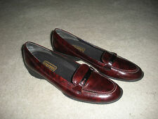 MUNRO AMERICAN WOMENS PATENT LEATHER FLATS LOAFERS BURGUNDY 8 EXCELLENT