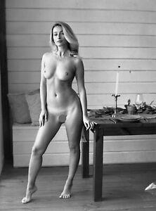 na128 beautiful nude girl original black and white medium format film negative