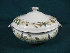 Wedgwood Beaconsfield W4281 Bone China Covered Vegetable Serving Bowl with Lid