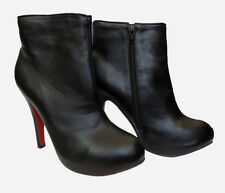 BLACK HIGH HEEL ANKLE BOOTS WITH SIDE ZIP AND LEATHER LOOK. SIZE: 5.