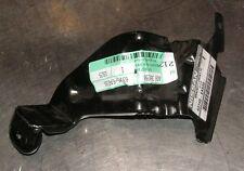 Nissan Pathfinder R51 LH Inferior Guardabarros Delantero Soporte parte número 63145-EA530