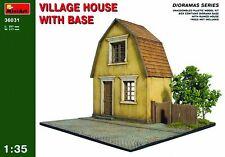 1:35 MAßSTAB Dorf Haus mit Sockel MIN36031 - Miniart Modell Bausatz