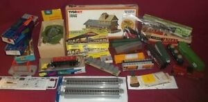 Large Vintage HO Train Collection 14 Cars, Buildings, Accessories