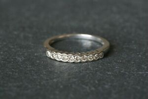 Lovely 18ct / 750 White Gold 10 stone Diamond Half Eternity Ring - 0.25 Carats