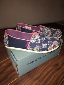 Toms Girl Shoes Classic Navy Blue Paisley Multi Canvas Youth Size 1.5 Y