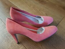 Boxed Clarks Carlita Cove Closed-Toe Pumps Court Shoes Coral  Suede 6.5 D (40 EU