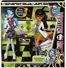 MONSTER HIGH Classroom 2 Pack_Lab Partners CLEO and GHOULIA 9 inch Fashion Dolls