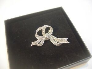 STUNNING VERY OLD SOLID SILVER BEAUTIFUL MARCASITE BOW BROOCH STUNNING DETAIL