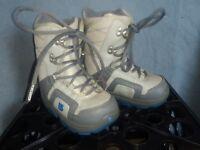 Burton snowboard boots kids size 2/3 SNOWBOARDING