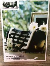 Twilleys Knitting Pattern: Ladies Felted Bag, 32 x 18cm, 9049