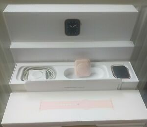 Apple Watch Series 5 44mm Gold Aluminium Case with Pink Sand Sport Band