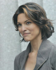 ALANA DE LA GARZA UNSIGNED PHOTO - 572 - LAW & ORDER