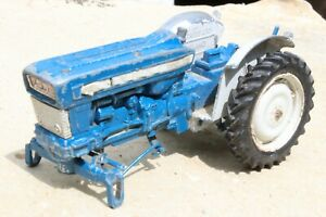 BRITAINS 9527 FORD 5000 TRACTOR  to restore 1960s