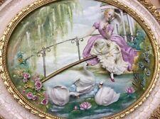 Porcellana di Capodimonte. Quadro a rilievo, Bassorilievo. Damina allo Stagno.